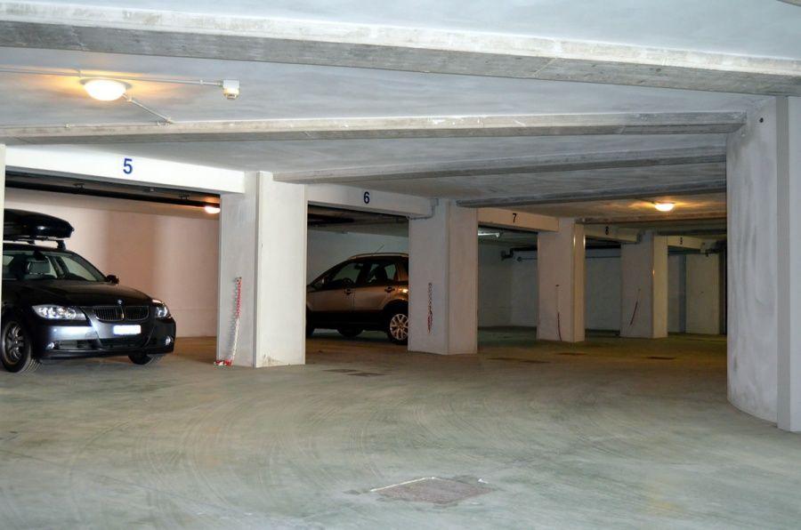Servizi for Un garage per auto con appartamento